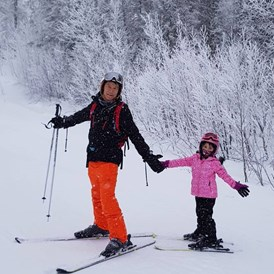Rollstuhl-Urlaub: Great skiing for all levels with very quiet slopes, rarely any lift queues and more affordable than the Alps. - The Friendly Moose Lapland